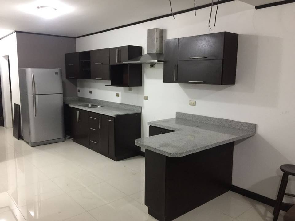 Mueble de Cocina color Wengue | Tinas y Jacuzzis de Costa Rica