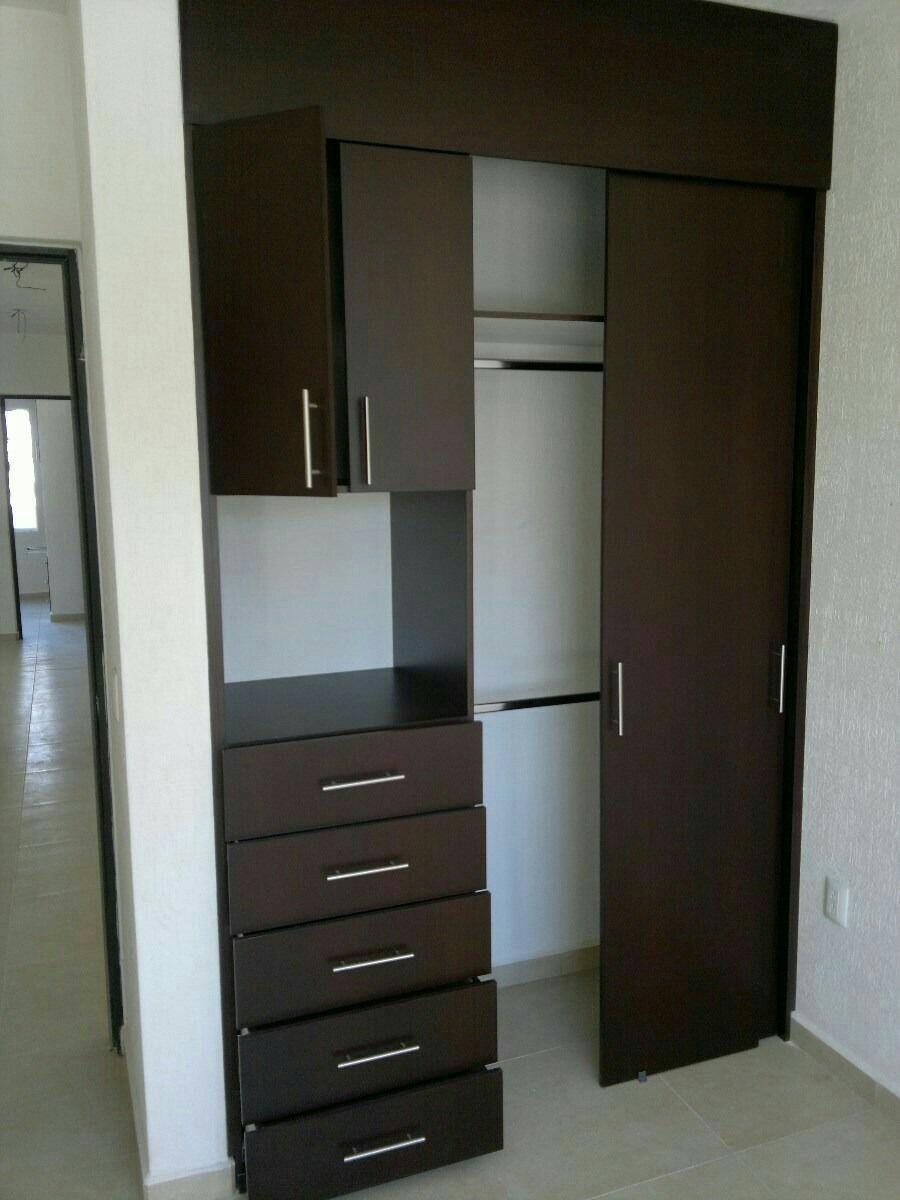 03 closet para espacios peque os tinas y jacuzzis de for Closets pequenos y funcionales