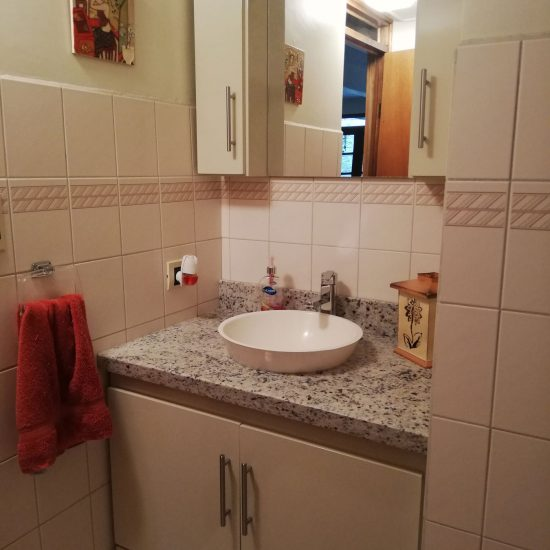 Mueble de baño con granito